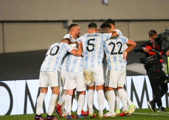 foto: Argentina venció categóricamente a Uruguay y se sigue acercando al Mundial