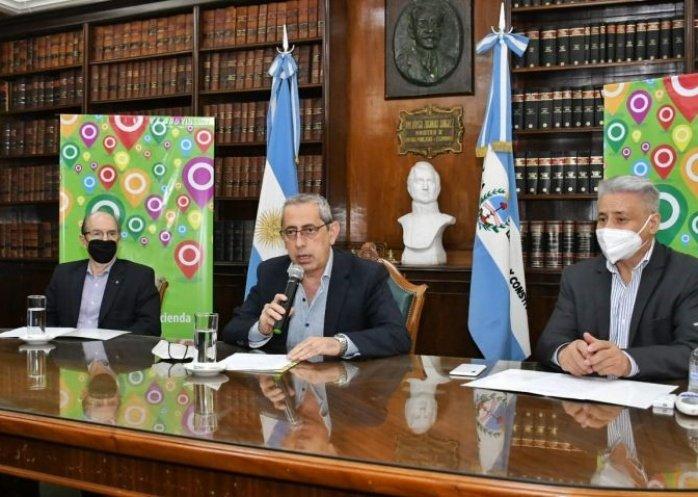 foto: Gustavo Valdés anunció los aumentos salariales para los estatales
