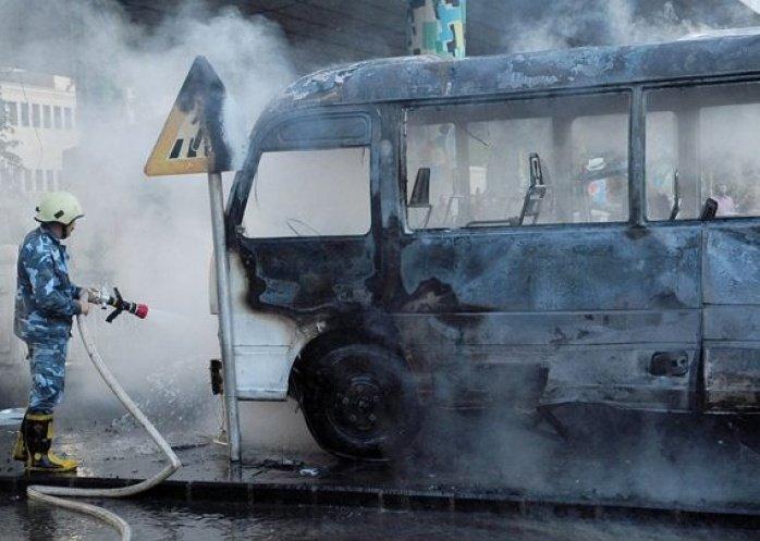 foto: Murieron 14 personas en un atentado contra un colectivo militar en Siria